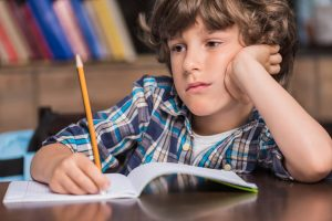 Saiba como identificar se seu(sua) filho(a) está com dificuldade de aprendizado